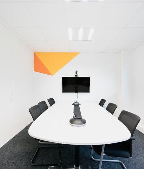 Table de réunion Atecna et écran